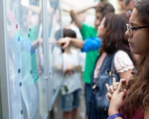 """Brosura """"Admiterea 2014"""" va fi distribuita in scolile din Capitala pana pe 7 mai"""
