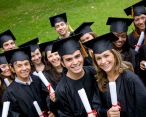 100 de programe noi la master, pentru anul universitar 2014-2015