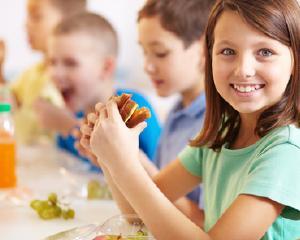 Alimentatia sanatoasa ajuta la imbunatatirea rezultatelor la examenele scolare