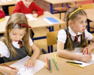 Propunere: Alocatie de 100 de euro pentru elevii care NU au absente la scoala