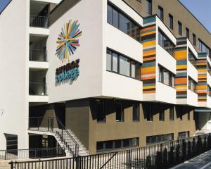 Avenor College ofera 6 burse integrale pentru studiile liceale