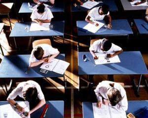 BAC 2015, sesiunea de toamna: 67 de candidati au fost eliminati si peste 5.500 de elevi au lipsit la prima proba scrisa