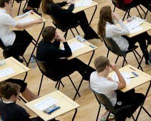 Vineri se incheie cursurile claselor a XII-a: calendarul examenului de bacalaureat 2015