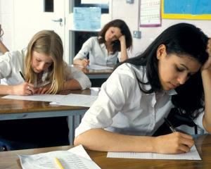 Lista concursurilor scolare care pot echivala o proba scrisa la examenul de bacalaureat 2015