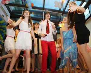 Banchete scolare 2016: Ce sume scot din buzunare parintii si scolile pentru petrecerea copiilor?