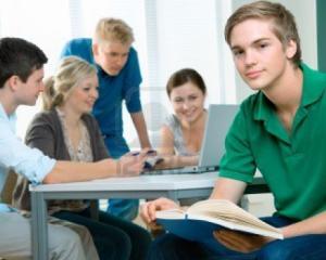 "Programul ""Bani de liceu"" continua si in anul scolar 2015-2016"