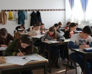Banii de liceu au ajuns la elevii din Buzau