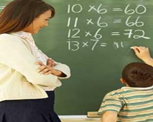 Bursa de 150 de euro pentru profesori ajunge vineri la inspectoratele scolare judetene