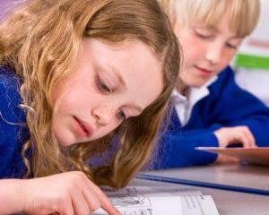 Elevii din Constanta vor primi 4 tipuri de burse: de performanta, de studiu, de merit si de ajutor social