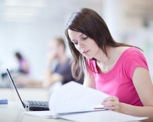 De ce nu solicita elevii romani bursele de excelenta oferite de Ministerul Educatiei