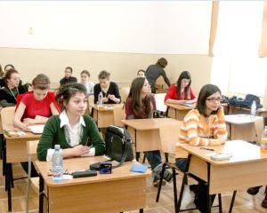 Peste 3.500 de elevi cu rezultate deosebite au primit burse in 2013