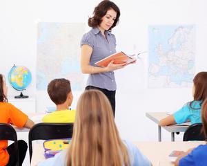 Sute de profesori vor primi in decembrie salarii diminuate