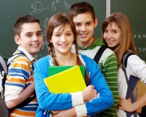 Peste 400 de elevi au inceput pregatirea in Centrele de Excelenta