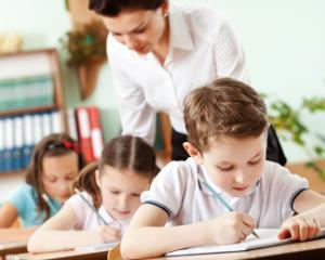 Studiu INS: 80% dintre profesori sunt de sex feminin