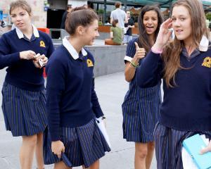 Alternativa la uniforma scolara: codul vestimentar pentru elevi