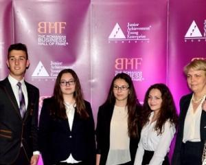 Elevii de la Colegiul de Informatica din Piatra Neamt, premiati pentru un proiect de promovare a judetului prin cicloturism