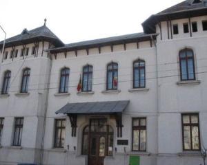 Profesoara acuzata de proxenetism si trafic cu minori preda informatica de 14 ani la Colegiul Mihai Eminescu