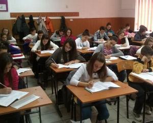 "60 de elevi buzoieni au fost premiati la concursul ""Lumina Math"""
