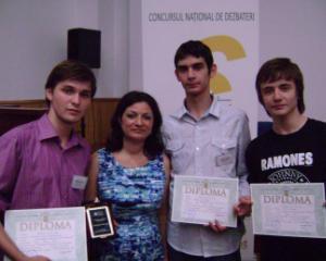 "Concurs national pentru elevi: ""Tinerii dezbat"""