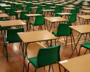 Afaceri de milioane de euro cu concursuri scolare: Asociatia Arhimede si mai multe scoli sunt acuzate de evaziune fiscala