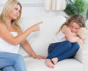 Ce greseli fac parintii atunci cand copiii trec printr-o criza de furie