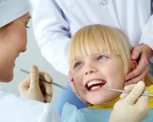 Programe dentare gratuite pentru copii in luna mai: de ce servicii pot beneficia