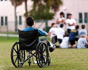 Copiii cu dizabilitati vor primi bani de la Primarie. Care este suma lunara stabilita