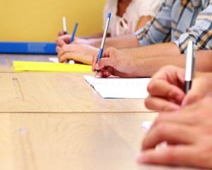 Modificare la Bacalaureat si Evaluarea Nationala: lucrarile vor fi corectate de acasa de catre profesori!