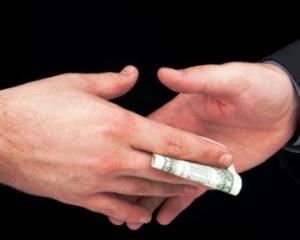 Profesorii si parintii care permit strangerea de bani incurajeaza coruptia