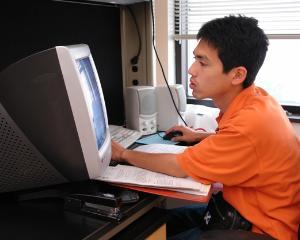 Scoala de acasa: Elevii din Harghita au inceput primele cursuri online