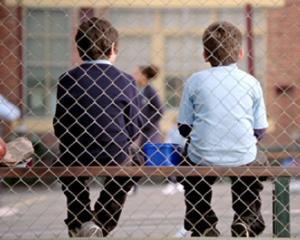La scoala, ca la puscarie. Elevii contesta regulile stricte impuse prin proiectul pentru siguranta in scoli