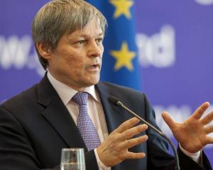 Premierul Ciolos: Diminuarile din invatamant au fost greseli. O sa le reparam