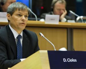 Premierul Ciolos: scolile trebuie sa accepte copiile conform cu originalul