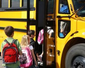 Abonamentele pentru transportul elevilor vor fi decontate la zi