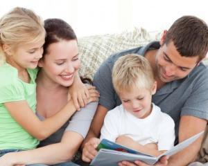 Sfatul psihologului: cum pot parintii sa contribuie la dezvoltarea afectiva a copiilor