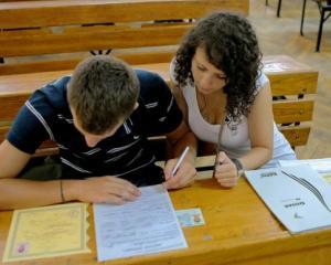 Elevii romani, respinsi de universitatile straine, din cauza adeverintei de promovare a examenului de bacalaureat