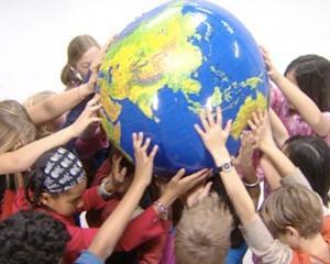 Licitatie de Papusi, cu ocazia Zilei Internationale a Drepturilor Copilului