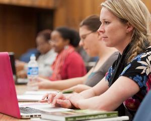 20 de programe internationale de educatie financiara, antreprenoriala si orientare profesionala, oferite gratuit elevilor romani