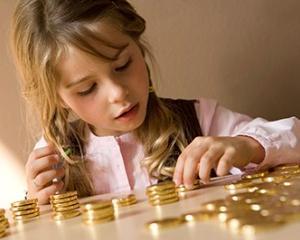 "Ecaterina Andronescu: ""Eventuale lectii de educatie financiara in scoli trebuie sa fie gradual gandite"""