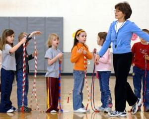 Ore de educatie fizica mai multe, sali de sport mai putine