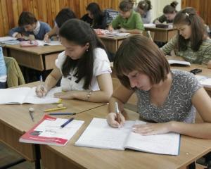 A fost lansat manualul de Educatie juridica pentru elevii de clasa a VII-a