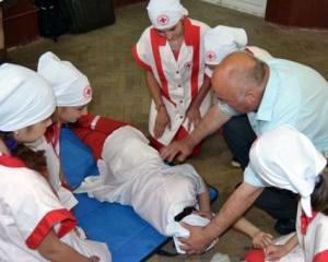 Elevii din 3.000 de scoli invata sa salveze vieti
