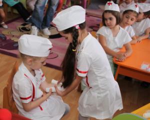 Educatie sanitara pentru elevi: lectii de la prim ajutor, la alimentatie sanatoasa