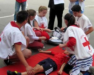 Elevii din Bucuresti incep cursurile de educatie medicala si prim ajutor