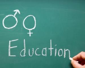 Educatia sexuala ar putea deveni materie obligatorie pentru invatamantul preuniversitar