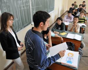 Elevii sunt incurajati sa semnaleze toate initiativele necuvenite din partea angajatilor scolilor