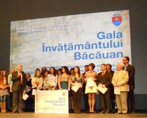 500 dintre cei mai buni elevi din Bacau sunt premiati pentru rezultatele obtinute in 2013