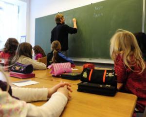 Fara bani de la elevi pentru fondul scolii