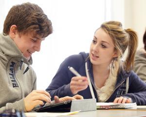 Adolescentii romani vor sa ramana in tara si sa atinga succesul profesional