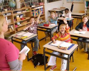 Scolile si organizatiile neguvernamentale pot participa la programe finantate din fonduri europene